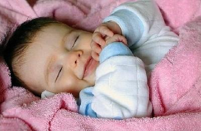 Ребёнок в 6-12 месяцев спит