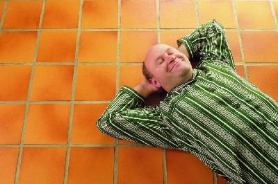 Кто не должен спать на полу или кому не очень полезно спать на полу?