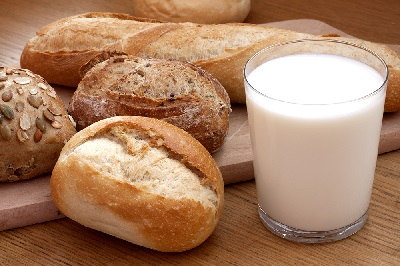 Хлеб и тёплое молоко